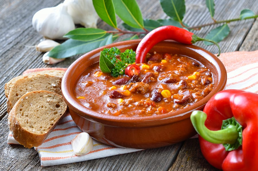 Hot chili con carne with kidney beans and minced meat